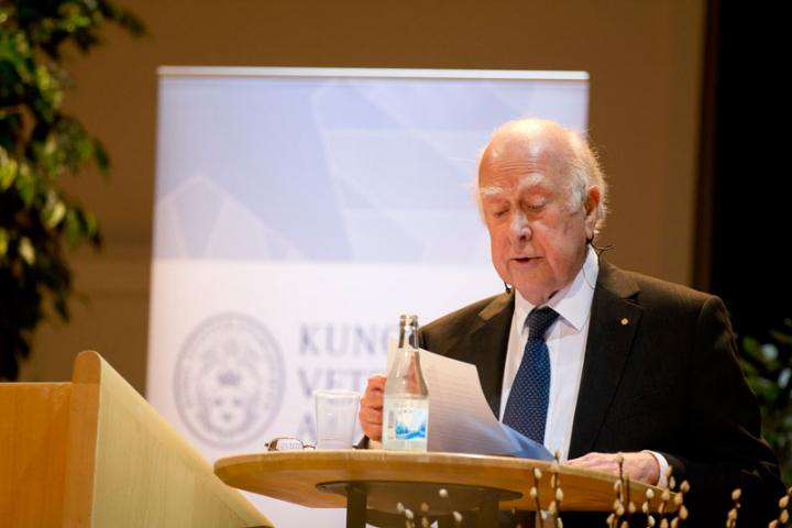 """Professor Peter Higgs presents his Nobel lecture entitled """"Evading the Goldstone Theorem"""" to an audience in Stockholm."""
