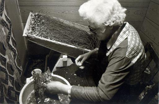 Isabel Welsh baiting hooks in Gourdon, 1985