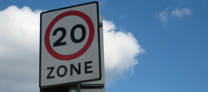 20mph speed zone sign