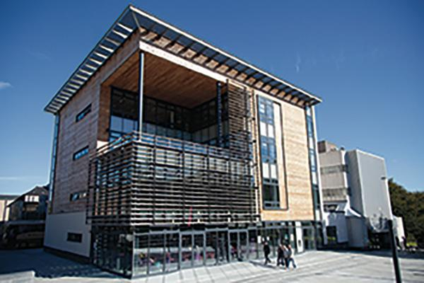 The Noreen and Kenneth Murray Library