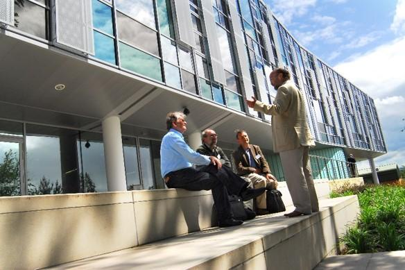 People conversing outside of the Roslin Institute building