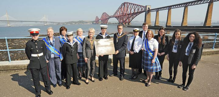 Photo of local schoolchildren, Royal Navy veterans, and Queensferry & District Sea Cadets commemorating the Battle of Jutland
