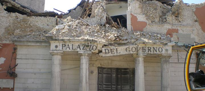 Photo of an earthquake-struck building in L'Aquila, Italy