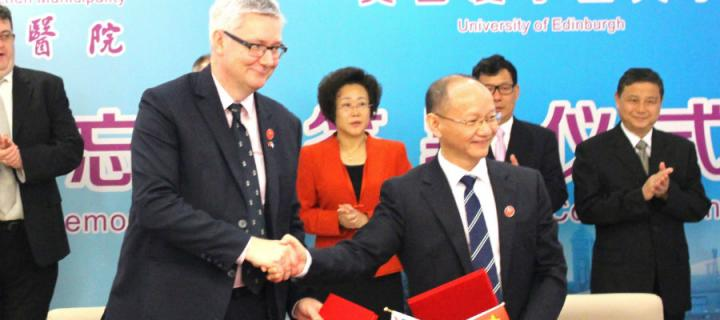 ​Vice Principal Professor Andrew Morris and Professor Qiu Chen, President of Shenzhen People's Hospital, mark the launch of the International Diabetes Centre.