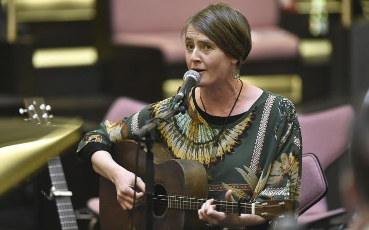 Karine Polwart, Songs in the Round