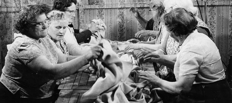 Cloth Waulking, Iochdar, South Uist, 1970. Photo by Ralph W Morton