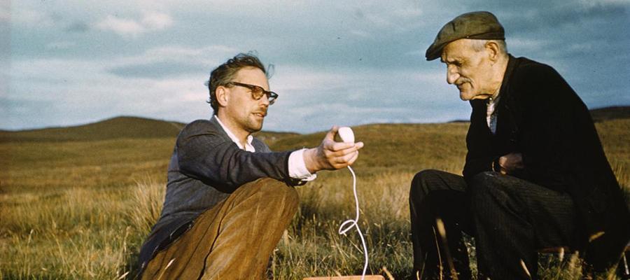 Ailidh Dall Stiùbhart (Blind Alec Stewart) with Hamish Henderson, Sutherland, 1958. Photo by Sandy Paton