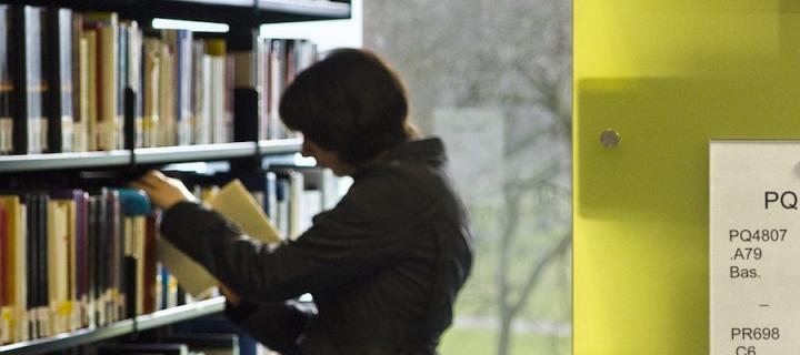 Library image/student looking up books