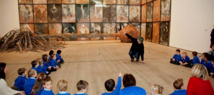 Artist Ed Blazey talking to primary school children about art.