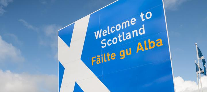 Welcome to Scotland sign in English and Gaelic