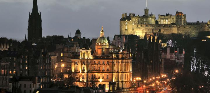 A view of Edinburgh at night