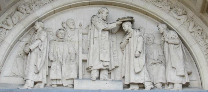 Statue of graduation ceremony