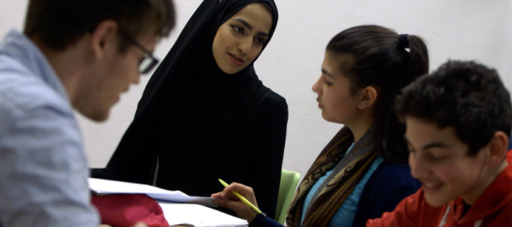 Student tutors help refugees find their feet