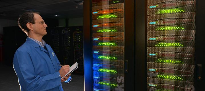 Luis Felipe Sopher de Popovics with the ARCHER supercomputer