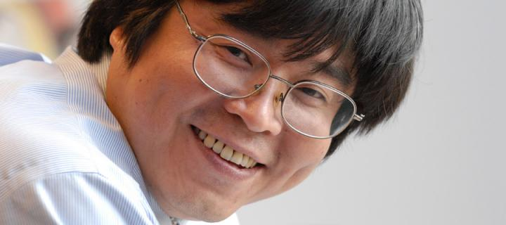 Image of professor Wanfei Fan
