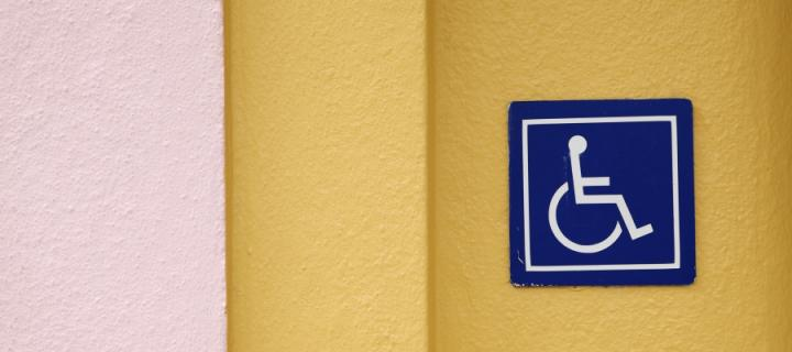 Wheelchair sign on wall